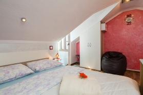 private-accommodation-brela-croatia-apartment-1-19